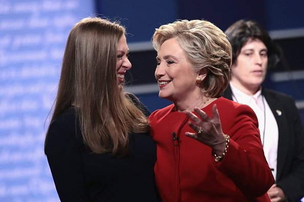 Hillary Clinton and Chelsea Clinton at Hofstra University on September 26, 2016 in Hempstead, New York | Photo: Getty Images