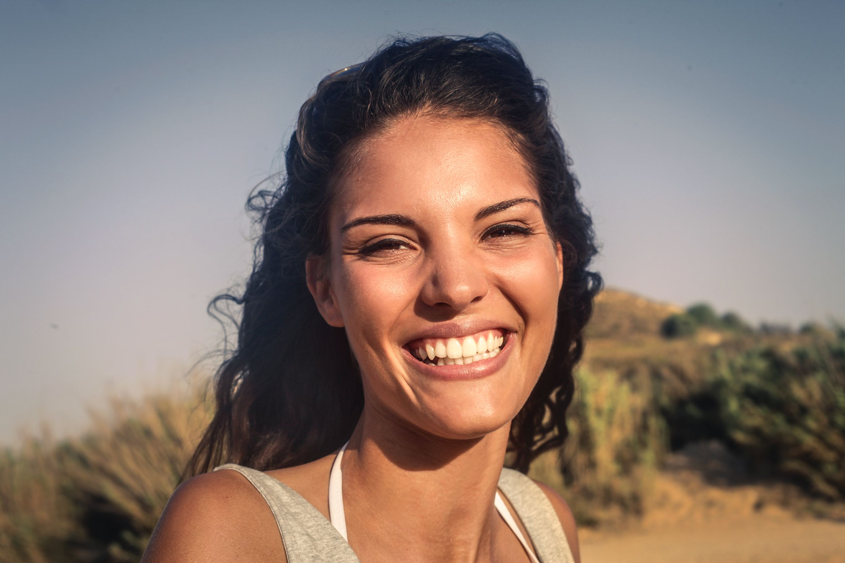 A woman smiling. │Source: Shutterstock