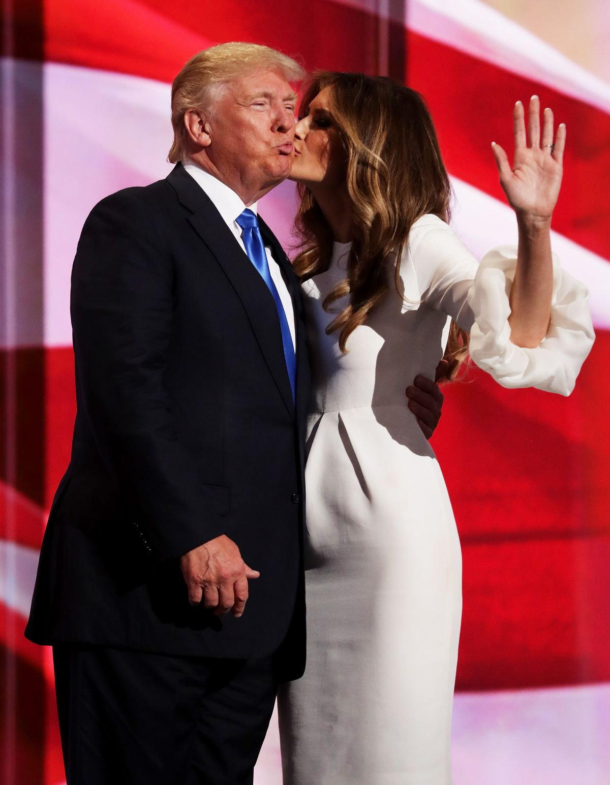 Melania Trump kisses Donald Trump at the Republican National Convention on July 18, 2016, in Cleveland, Ohio   Photo: Chip Somodevilla/Getty Images