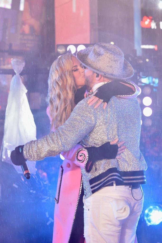 Jenny McCarthy and Donnie Wahlberg kiss on stage during Dick Clark's New Year's Rockin' Eve With Ryan Seacrest. | Photo: Getty Images