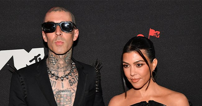 Travis Barker and Kourtney Kardashian on the VMA red carpet, September 2021 | Source: Getty Images