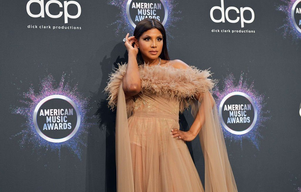 Toni Braxton poses in the press room during the 2019 American Music Awards at Microsoft Theater | Photo: Getty Images