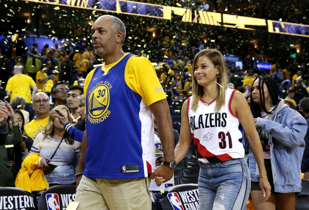 Dell Curry and Sonya Curry holding hands at game one of the NBA Western Conference Finals in Oakland, California on May 14, 2019. | Photo: Getty Images