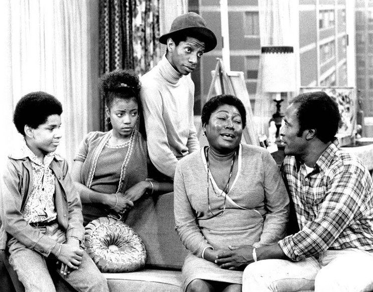 """Ralph Carter, BernNadette Stanis, Jimmie Walker, Esther Rolle, and John Amos in """"Good Times"""" 