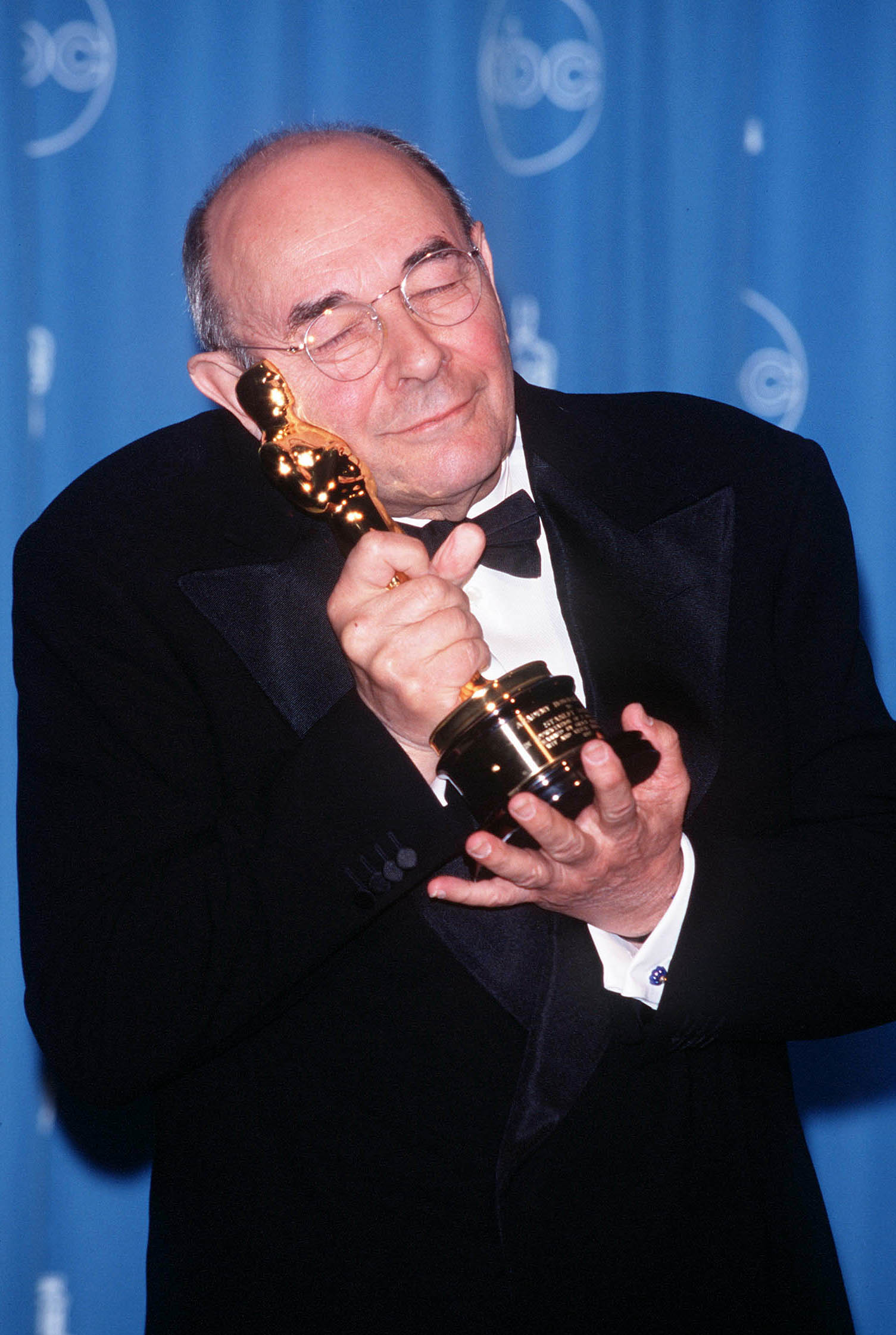 Stanley Donen holding his lifetime achievement award at the 70th Annual Academy Awards | Photo: Getty Images
