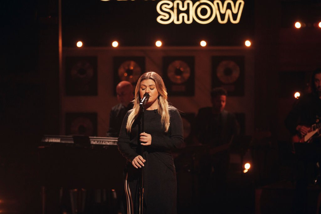 Kelly Clarkson pictured performing on her show. 2020. | Photo: Getty Images