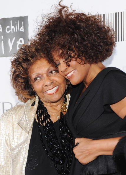 Singer Cissy Houston and daughter Whitney Houston at the 2010 Keep A Child Alive's Black Ball | Photo: Getty Images