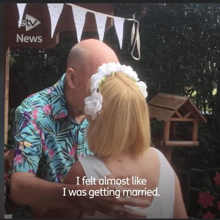 Bill and Anne share a kiss during their wedding. | Source: facebook.com/stvnews