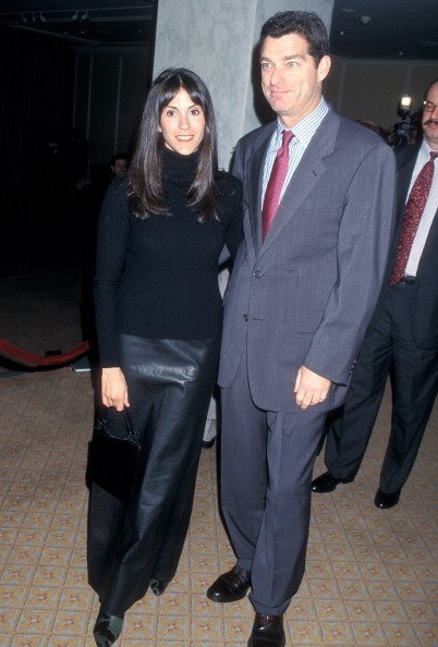 Jami Gertz and husband Tony Ressler attend the Third Annual Tourette Syndome Association Awards Dinner to Honor John Lithgow and Susan Conner on February 10, 2000 at the Regent Beverly Wilshire Hotel in Beverly Hills, California.|Photo: Getty Images