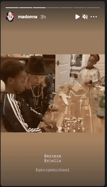 Madonna spends quality time with twins Estere and Stella. | Photo: Instagram/Madonna