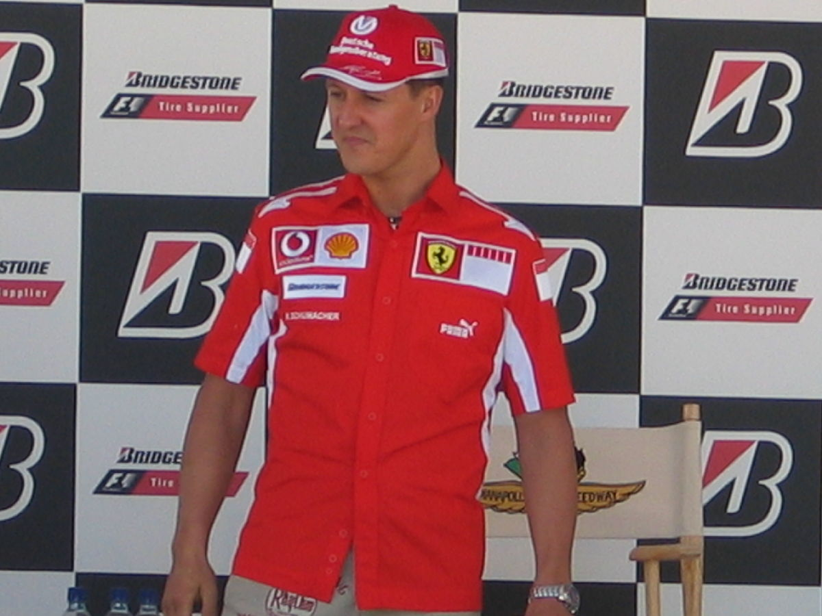 Michael Schumacher auf dem Podest | Quelle: Wikimedia Commons