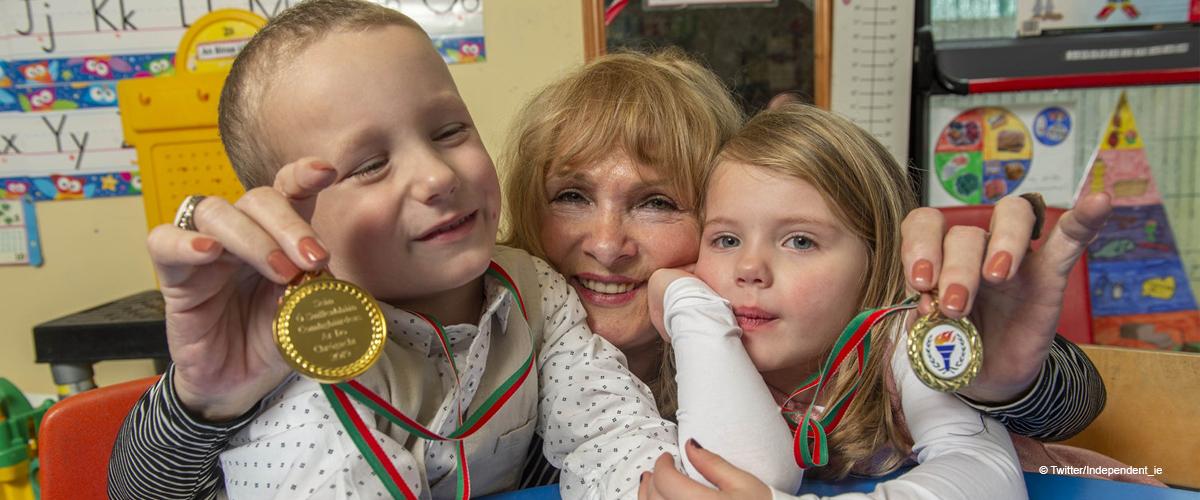 """""""Nous pensions que grand-mère était décédée"""" : Deux jumeaux de 4 ans astucieux ont sauvé la vie de leur grand-mère"""