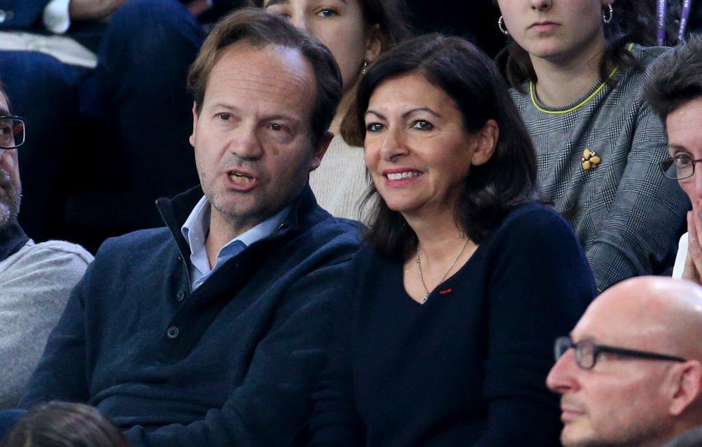Anne Hidalgo et Jean-Marc Germain assistent le final de l'Euro de foot féminin en 2018. Photo : Getty Images