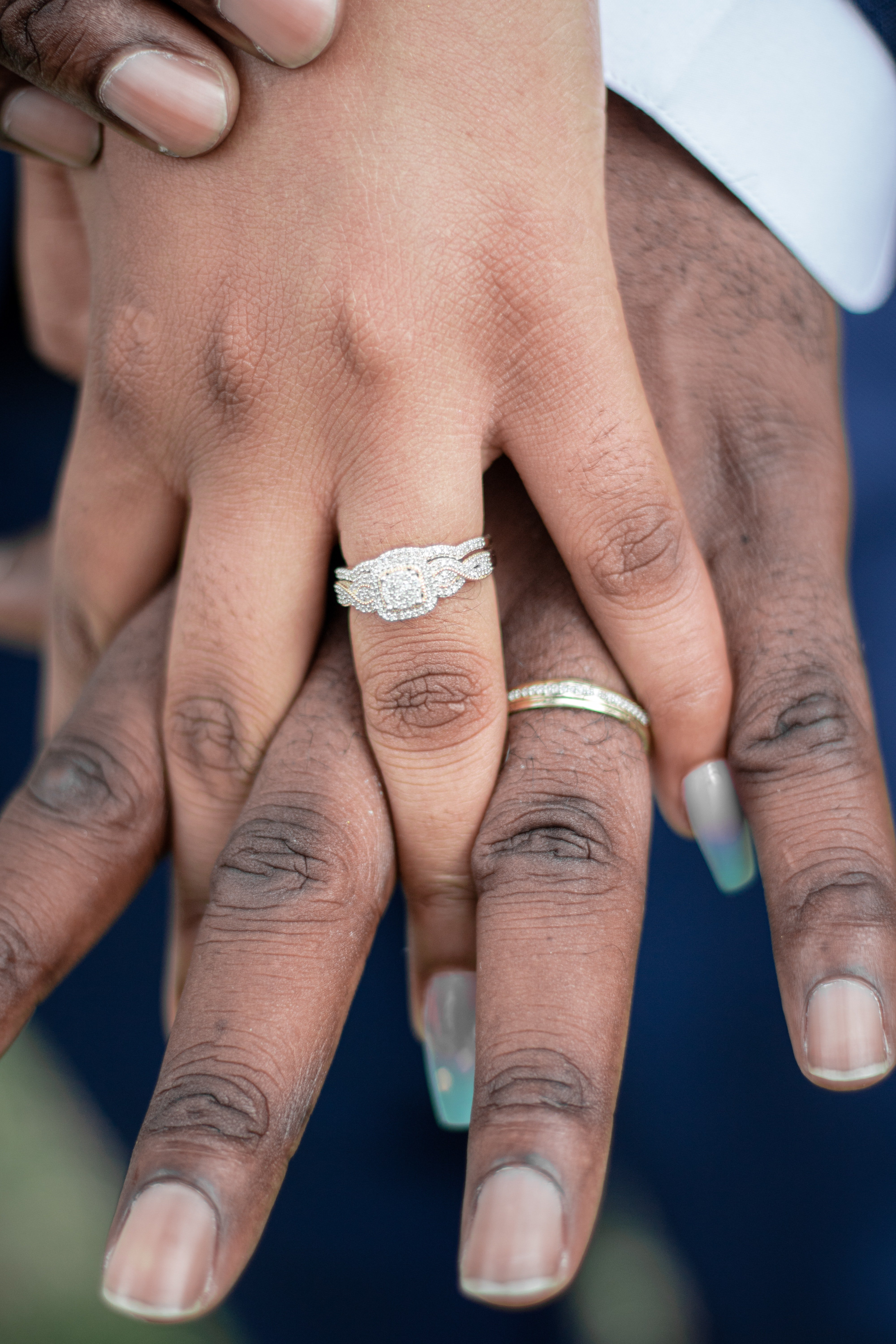 Betsy noticed their wedding rings | Source: Pexels