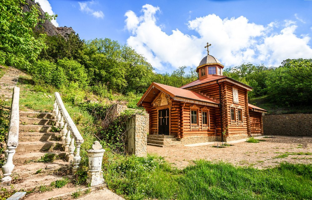 A wooden church in mountains scene | Photo: Shutterstock