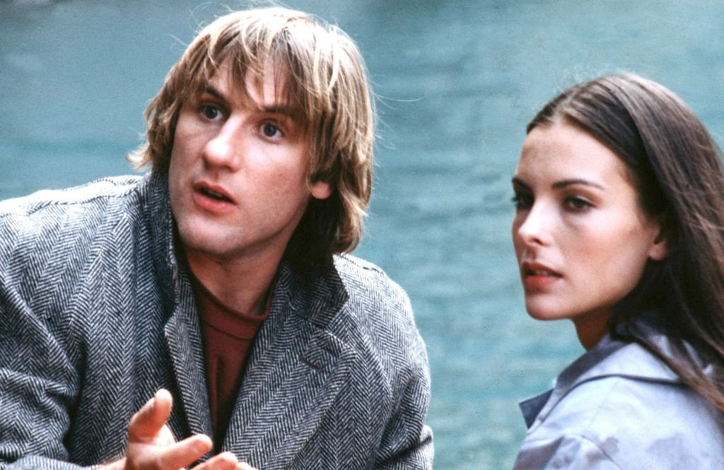 Gérard Depardieu avec Carole Bouquet. | Photo : Getty Images