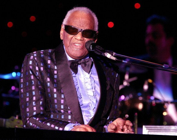 Ray Charles appears on stage in The Superstar Theater July 4, 2003. | Photo: GettyImages