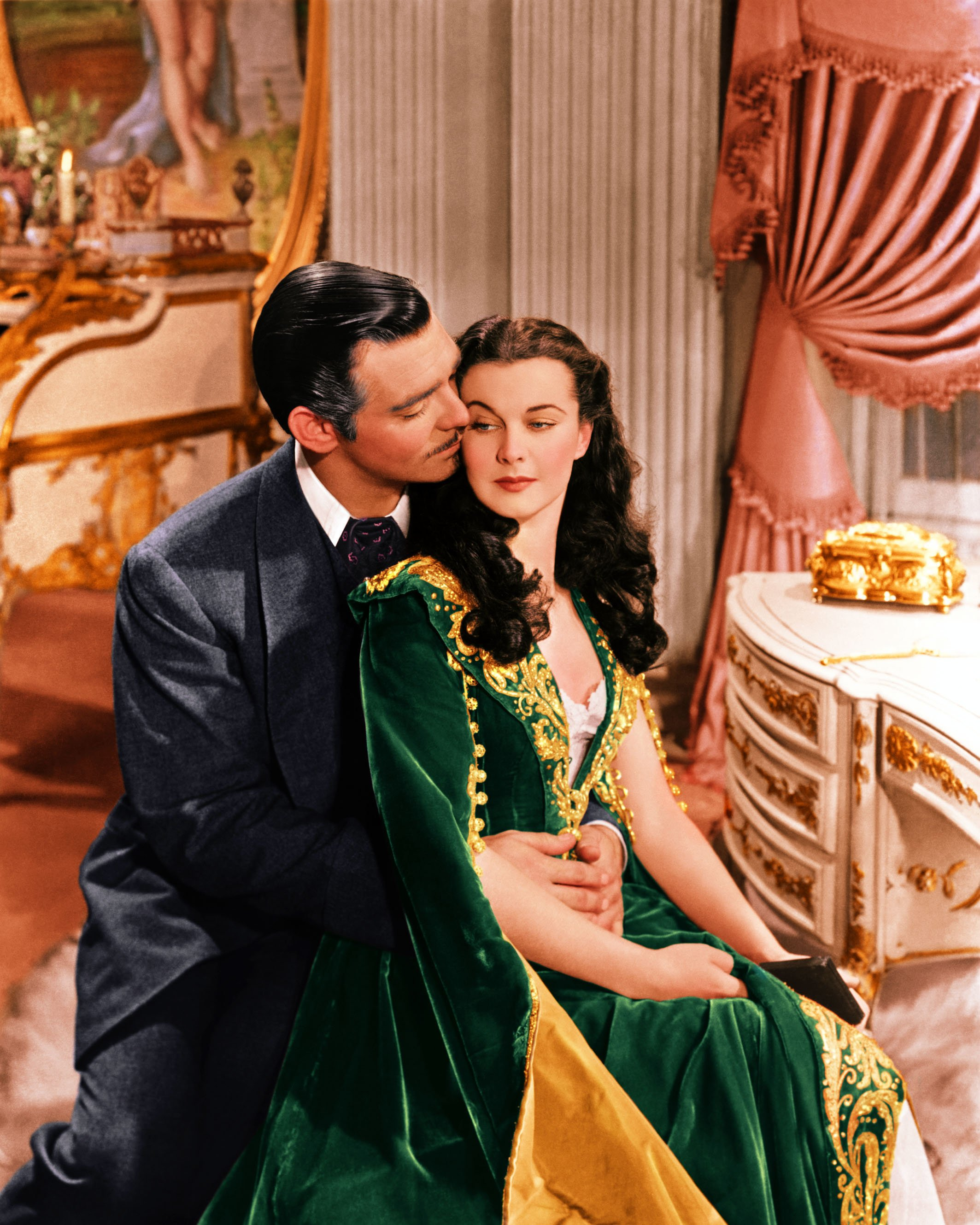 Clark Gable (1901–1960), US actor, and Vivien Leigh (1913-1967), British actress, in a publicity still issued for the film, 'Gone with the Wind', 1939. The drama, directed by Victor Fleming (1889-1949), starred Gable as 'Rhett Butler', and Leigh as 'Scarlett O'Hara'. | Source: Getty Images