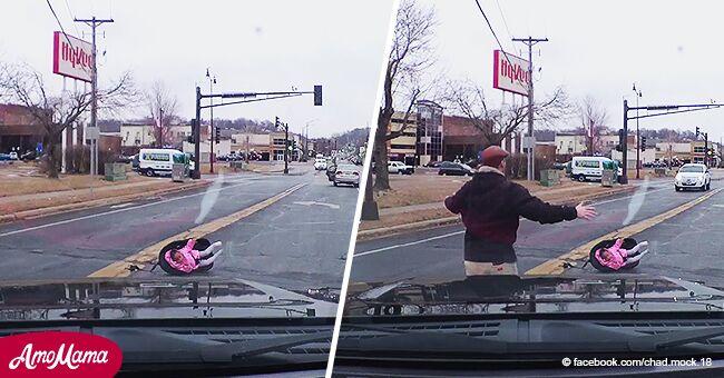 Bebé sale volando de un auto en movimiento y sus padres no lo notan en pavoroso video
