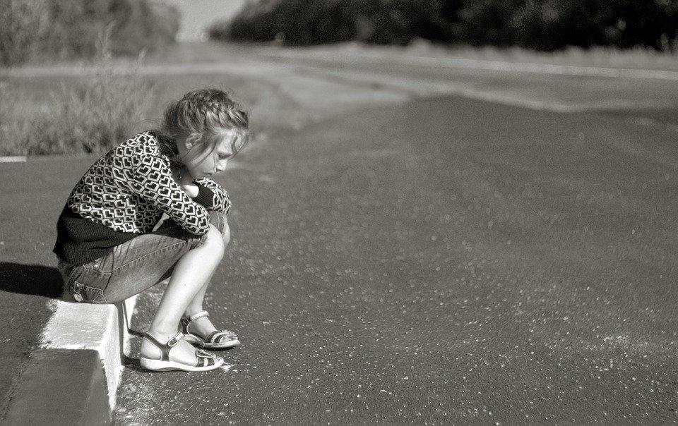 Une petite fille seule. | Photo: Max Pixel