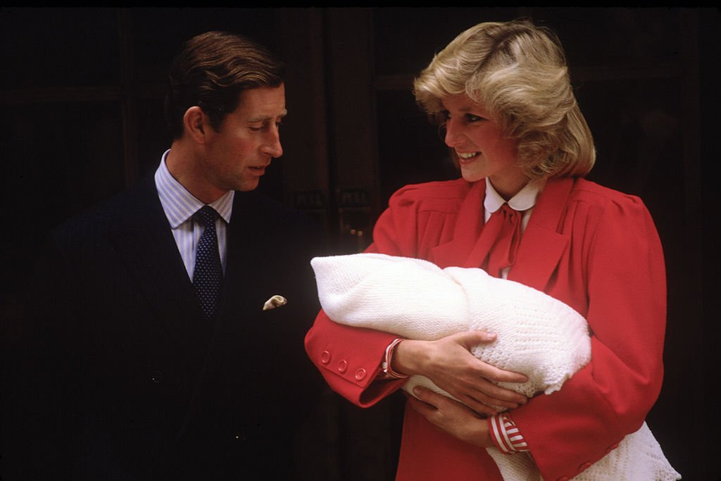 Diana Princess of Wales and Prince Charles with new born Prince Harry, leave St.Mary's Hospital | Photo: Getty Images