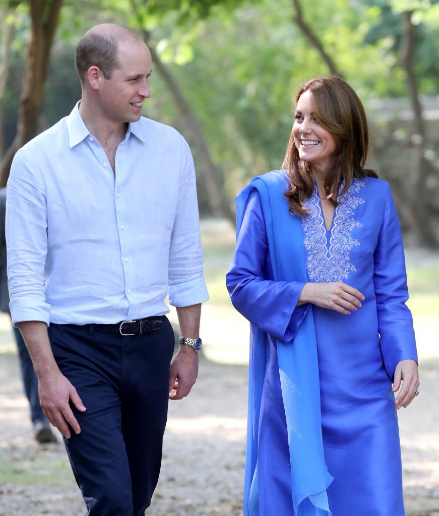 Le prince William et Kate Middleton visitent une école à Islamabad, au Pakistan. | Photo: Getty Images