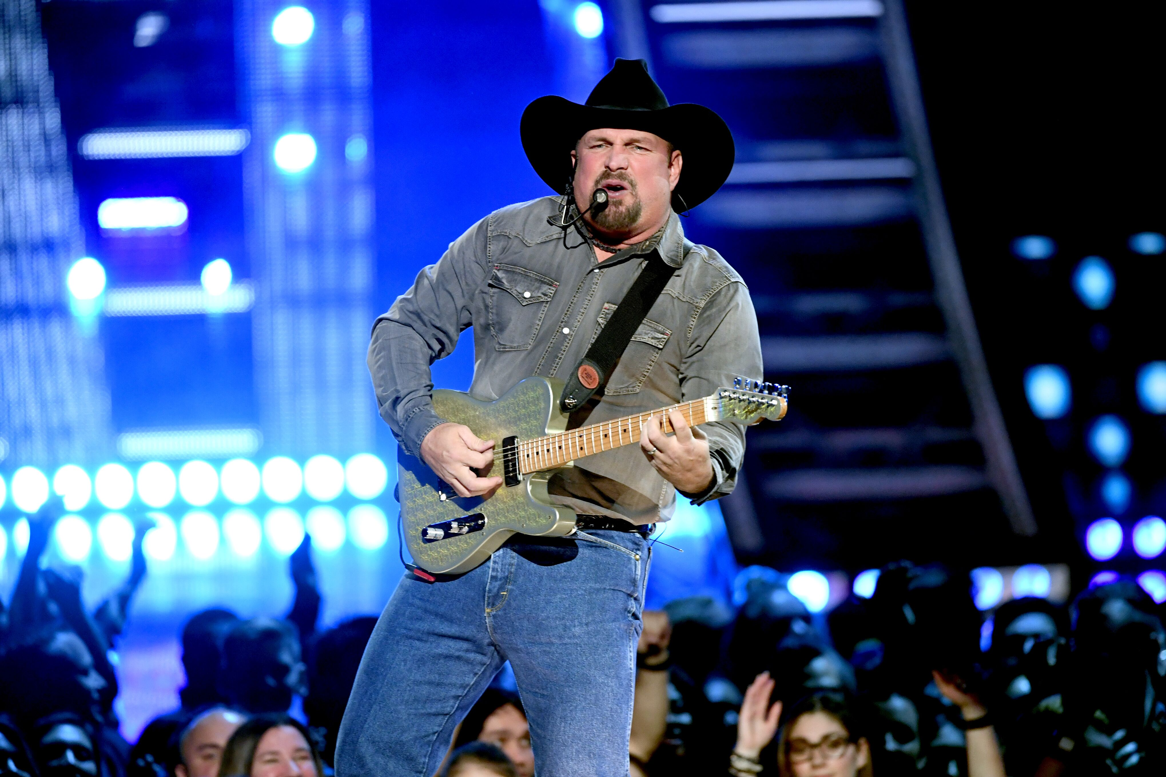 Garth Brooks performs on stage at the 2019 iHeartRadio Music Awards. | Source: Getty Images