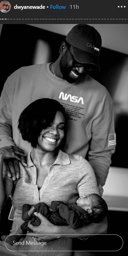 Dwyane Wade and his wife, Gabrielle Union in a beautiful picture with Kaavia Jmaes | Photo: Instagram/dwyanewade