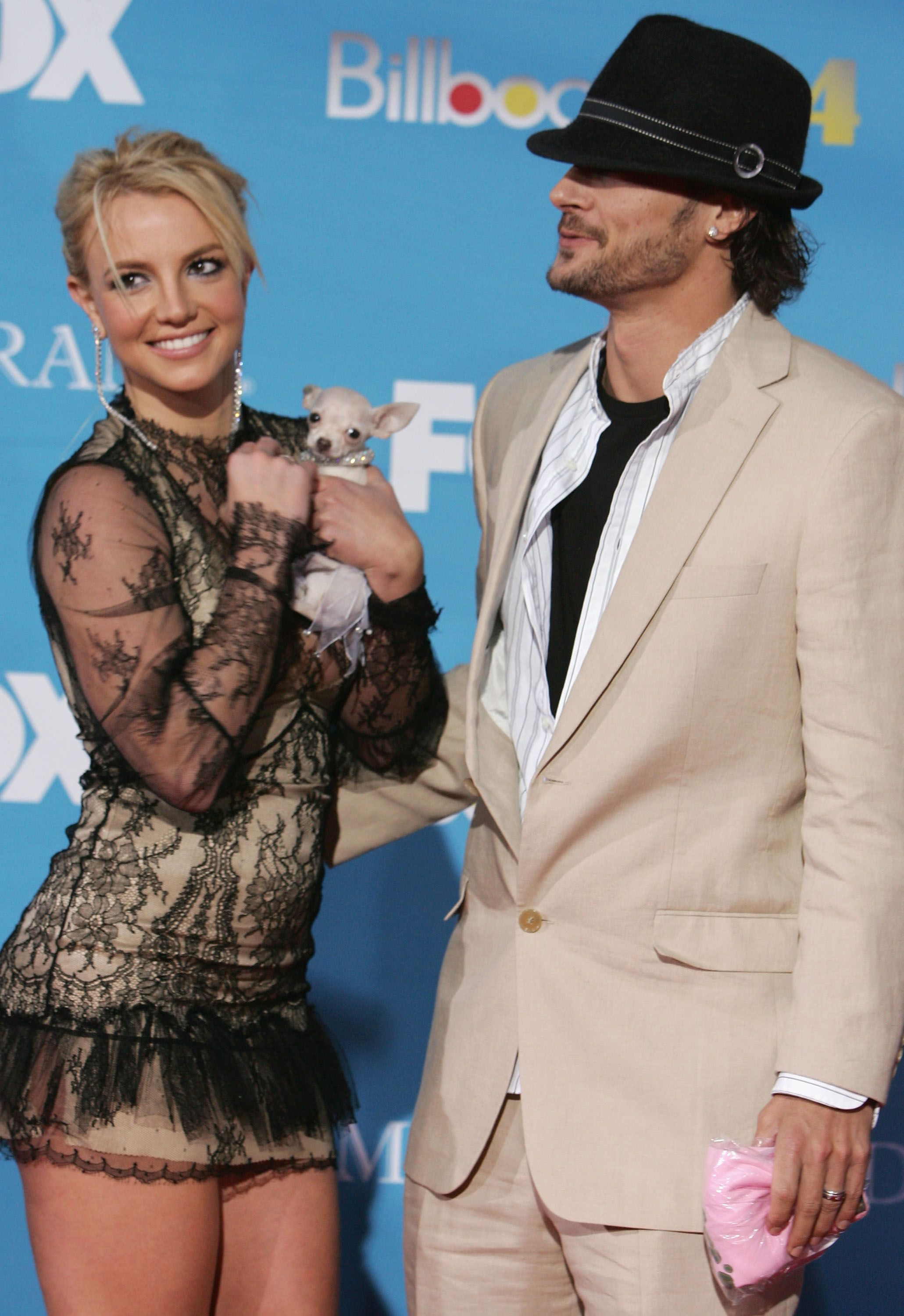 Britney Spears and husband Kevin Federline arrive at the 2004 Billboard Music Awards. | Source: Getty Images