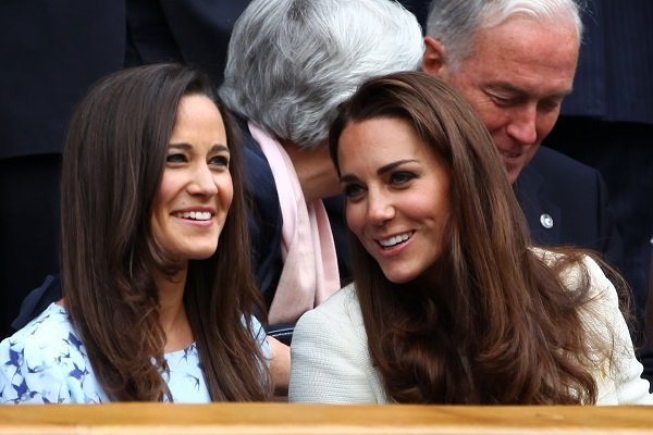 Pippa and Kate Middleton at the All England Lawn Tennis and Croquet Club on July 8, 2012 in London, England | Source: Getty Images