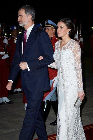 El rey Felipe VI de España y la reina Letizia de España asisten a una cena de gala en el Palacio Real el 13 de febrero de 2019 en Rabat, Marruecos. Fuente: Getty Images