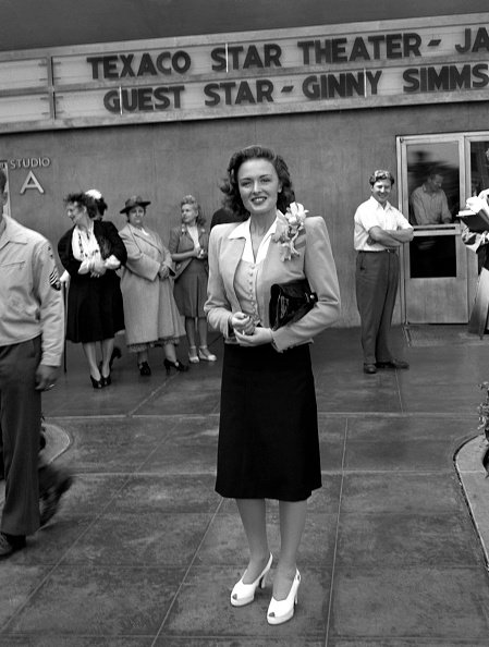 Actress Donna Reed smiles as she attends an event in Los Angeles, California. | Photo: Getty Images