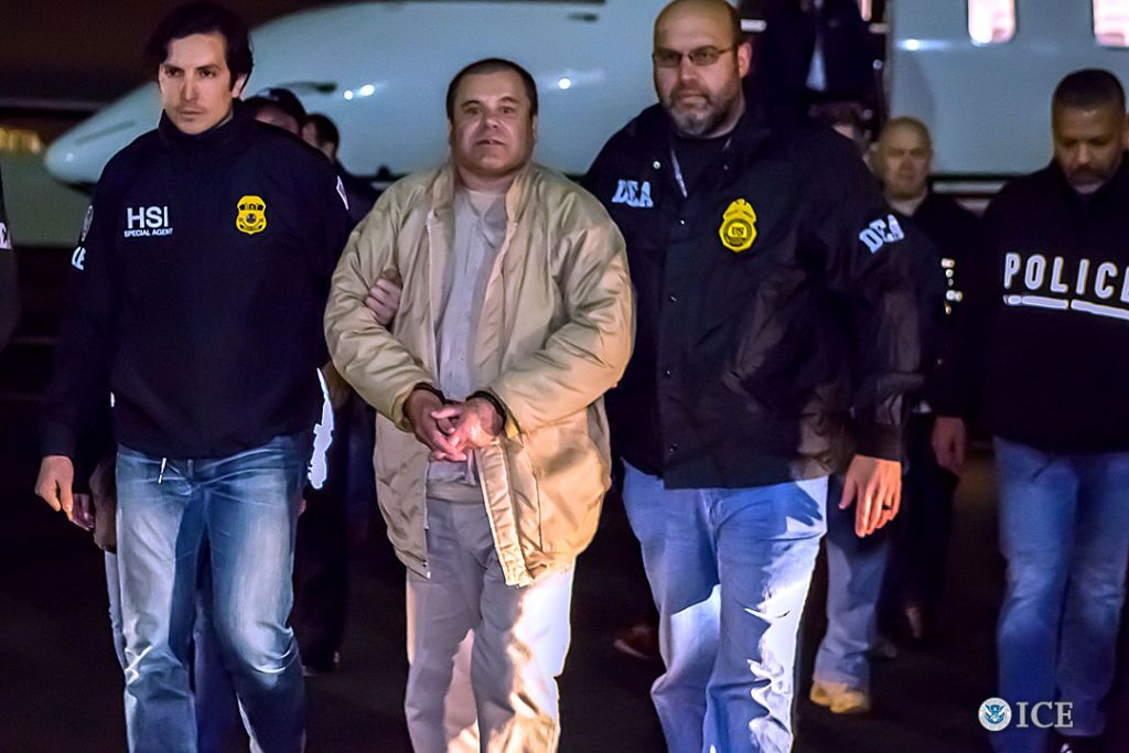"""El Chapo"" escorted by DEA agents. l Image: Getty Images."