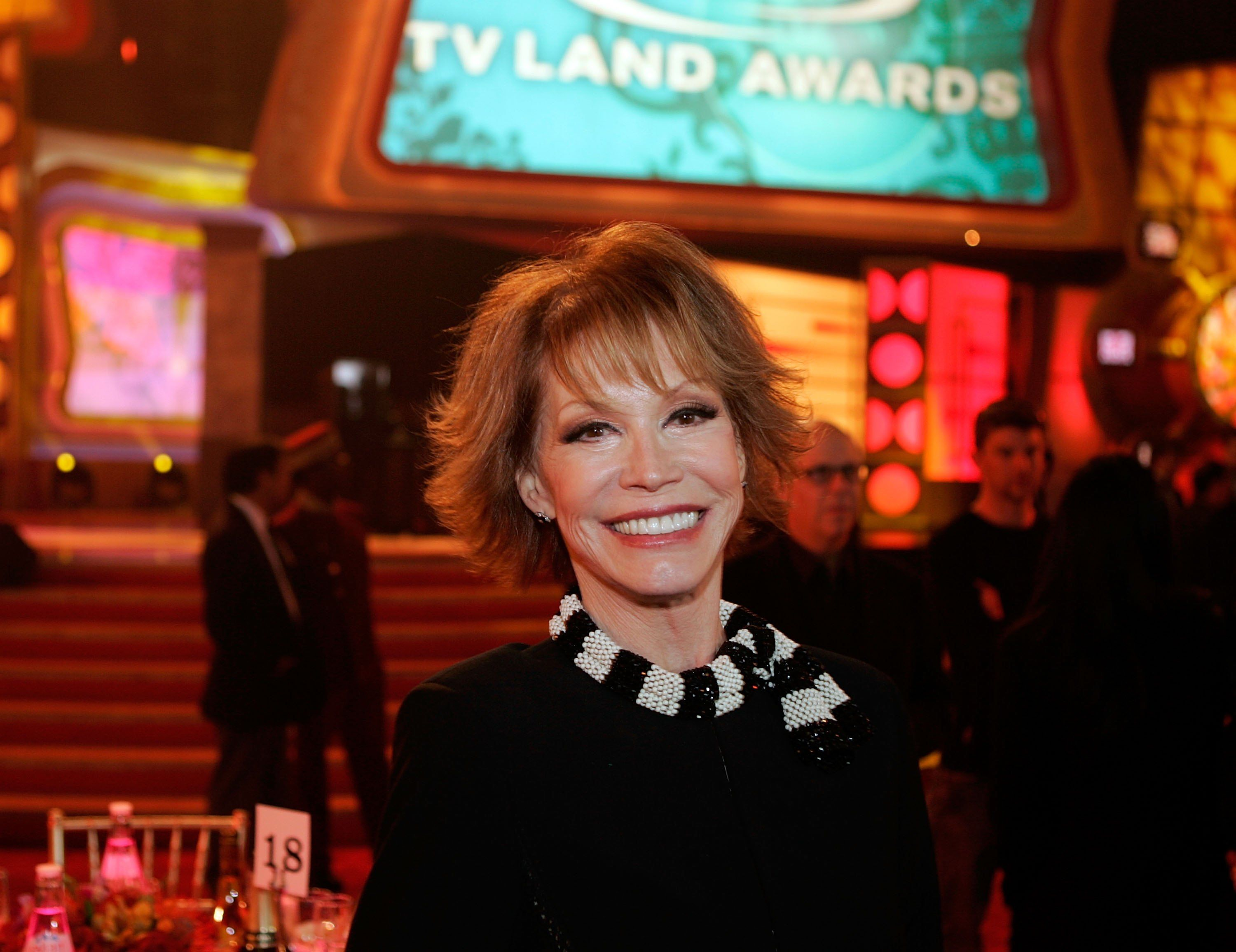 Mary Tyler Moore poses backstage at the 2006 TV Land Awards at the Barker Hangar   Photo: Getty Images