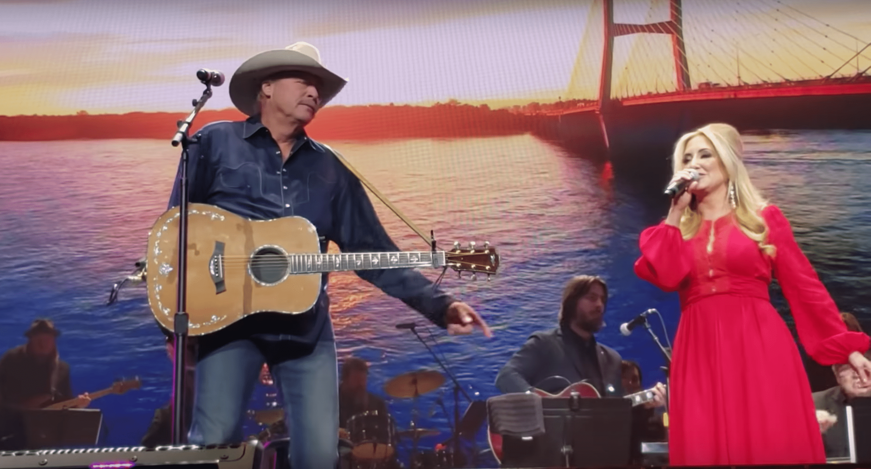Alan Jackson and Lee Ann Womack share the stage for Loretta Lynn's birthday tribute. | Source: YouTube/TaylorHendrix