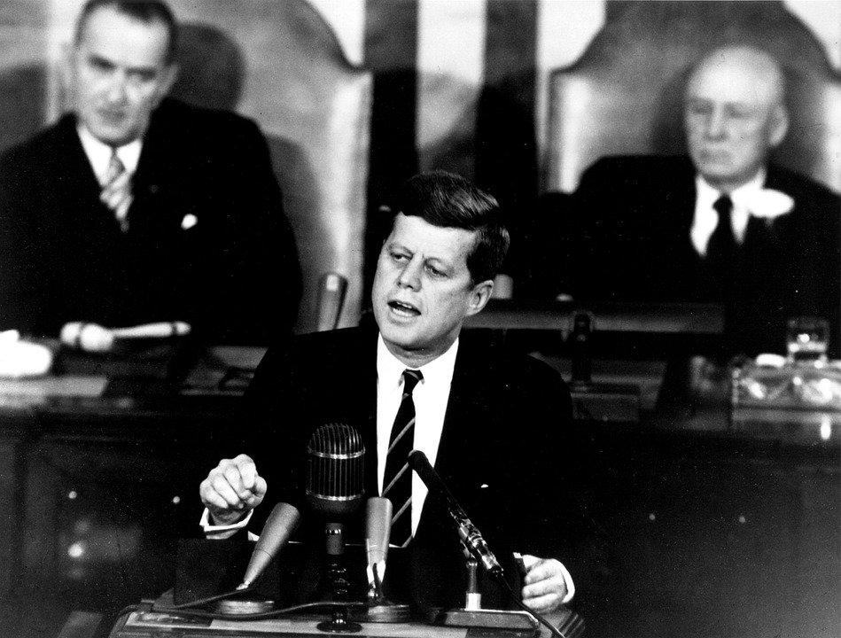 Jonh F. Kennedy dando discurso / Imagen tomada de: Pixabay