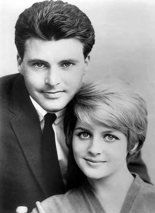 Publicity photo of Rick and Kristin Harmon Nelson from The Adventures of Ozzie and Harriet. | Source: Wikimedia Commons.
