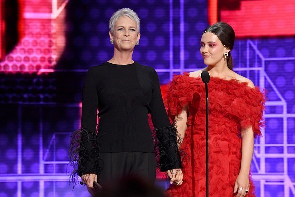 Jamie Lee Curtis and Katherine Langford speak onstage during the 2019 American Music Awards at Microsoft Theater on November 24, 2019 in Los Angeles, California | Photo: Getty Images