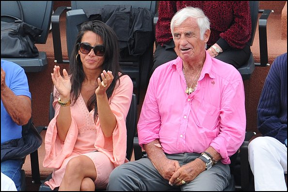Barbara Gondolfi et Jean Paul Belmondo assistent à l'Open de France à Roland Garros. | Photo : Getty Images