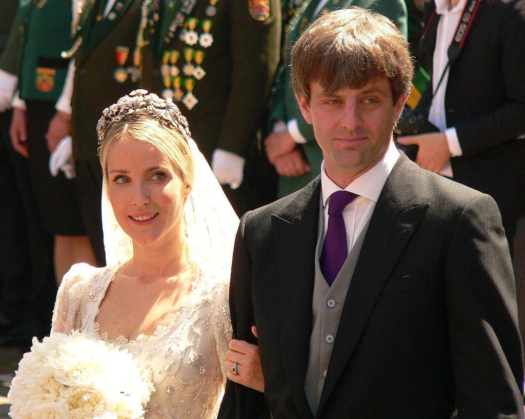 Ekaterina Malysheva und Ernst August von Hannover vor der Marktkirche nach der Trauung | Quelle: Wikimedia Commons