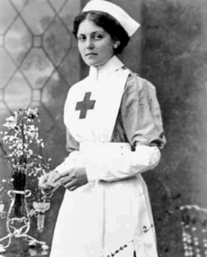 Violet Jessop, photographed in 1915 as a nurse for the Red Cross I Image: Wikimedia Commons