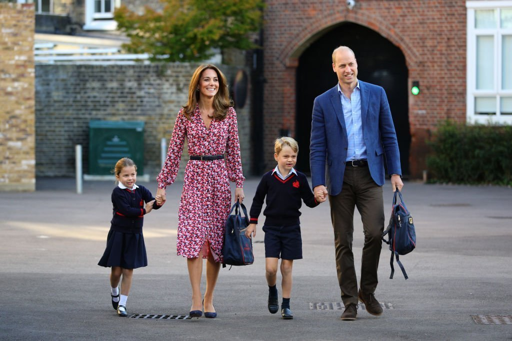 La princesse Charlotte arrive pour son premier jour d'école, avec son frère Prince George et ses parents le duc et la duchesse de Cambridge, à Thomas's Battersea. | Photo : Getty Images