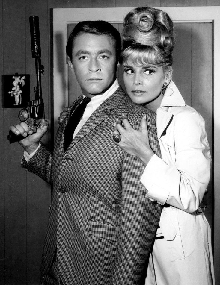 """Bill Bixby as Tim O'Hara and guest star Susanne Cramer on """"My Favorite Martian"""" in 1965. 