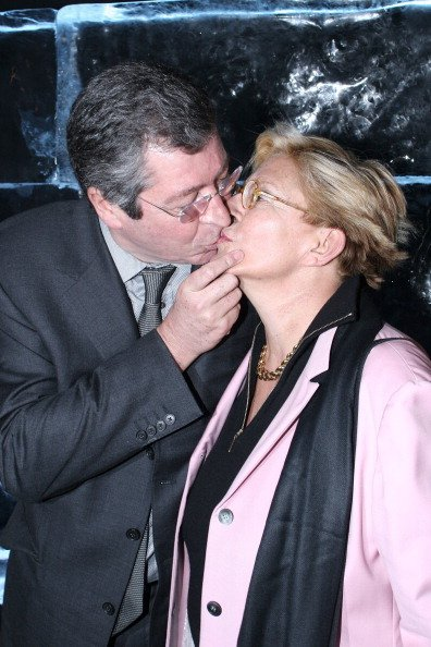 Patrick Balkany et son épouse à Paris, France, le 2 février 2006. | Photo : Getty Images