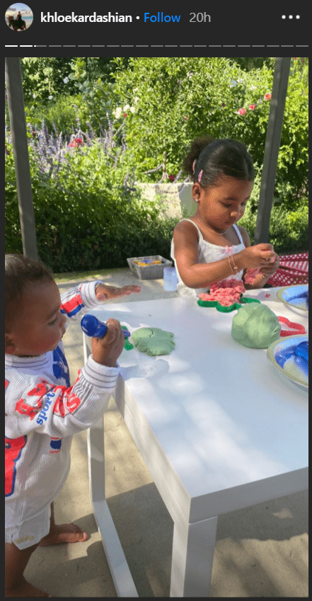 True Thompson and cousin Psalm West molding their play-doh materials. | Photo: instagram.com/khloekardashian