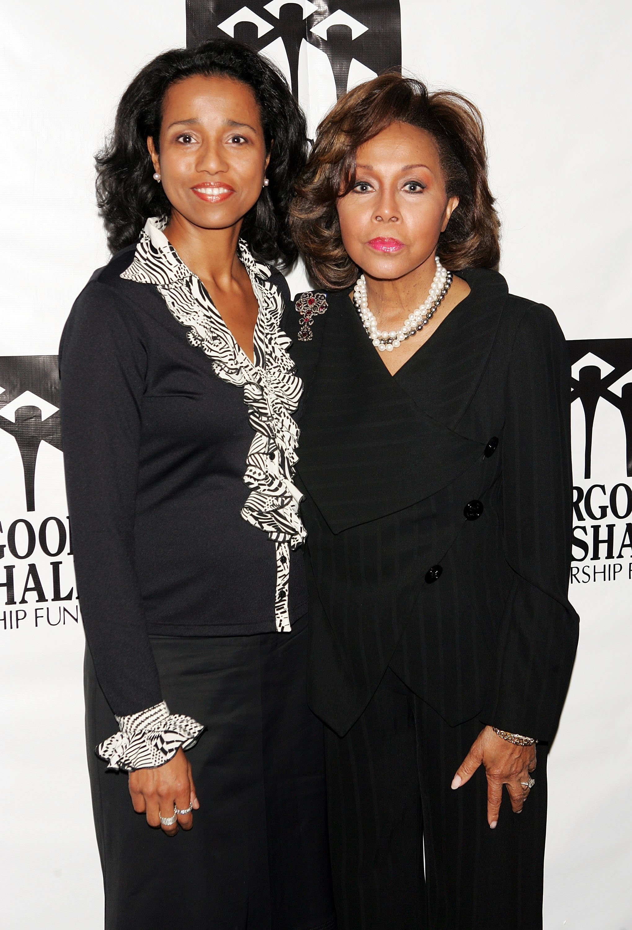 Diahann Carroll & Suzanne Kay at the Thurgood Marshall Scholarship Funds annual dinner on Nov. 7, 2005 in New York City | Photo: Getty Images