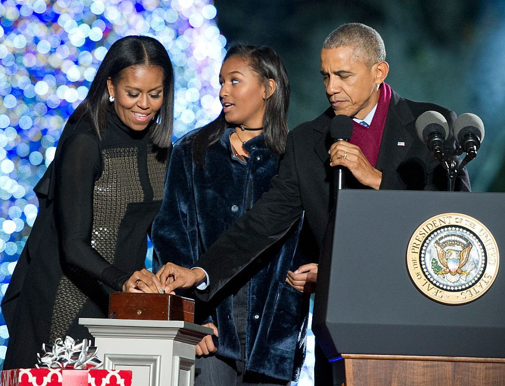 President Barack Obama, first lady Michelle Obama and Sasha Obama trip the switch at the National Christmas Tree Lighting on the Ellipse | Photo: Getty Images