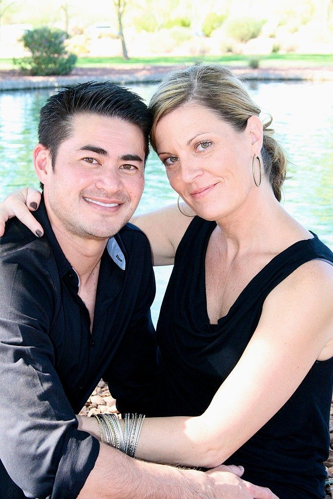 Thomas Beatie and Amber Nicholas are seen during a photo session October 29, 2012. | Photo: Getty Images