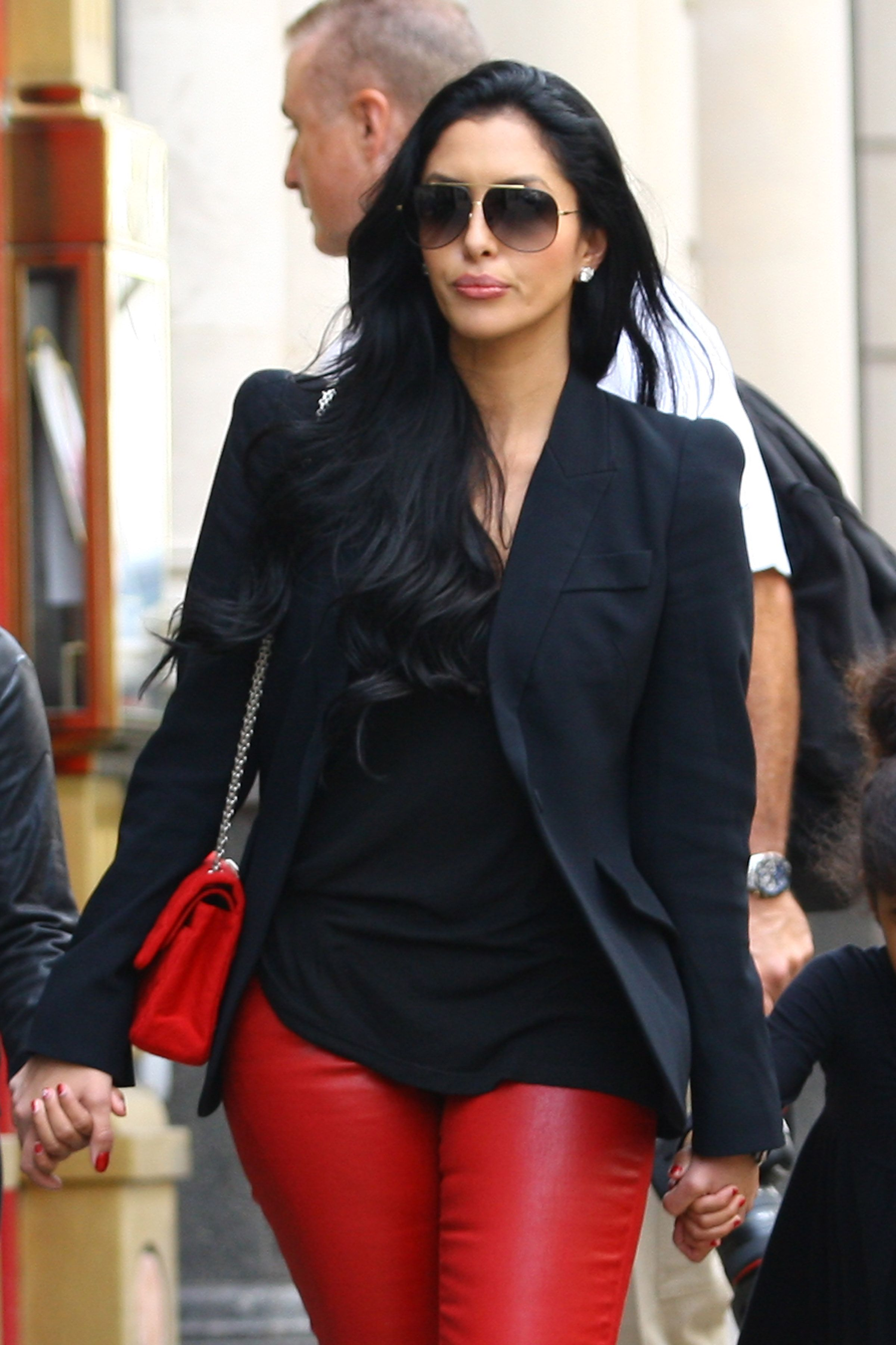 Vanessa Bryant shopping at Dolce & Gabbana on Old Bond St on July 30, 2012, in London. | Photo: Getty Images