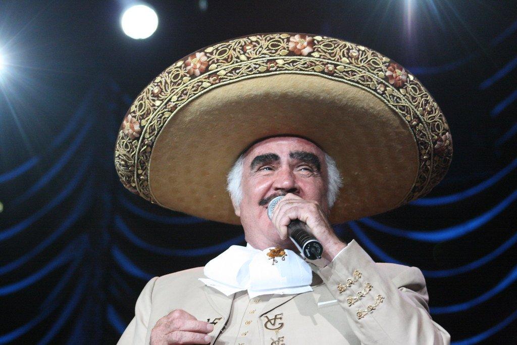 Vicente Fernández es feliz al cantar   Foto: Flickr
